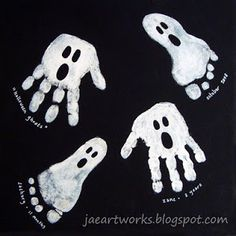 Fingerabdruck, Fussabdruck Geister I Geist, Gespenst für Halloween basteln / malen Fingerprint, footprint ghosts I ghost, tinker / paint ghost for Halloween Theme Halloween, Halloween Designs, Halloween Drawings, Halloween Door, Halloween Crafts For Kids, Halloween Ghosts, Holidays Halloween, Halloween Tattoo, Halloween Prints