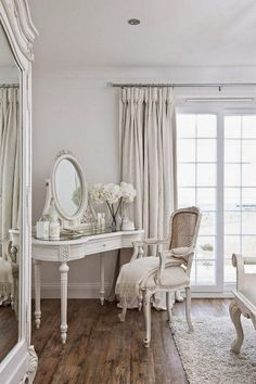 Shabby Chic Living Room Small shabby chic home beautiful bedrooms.Shabby Chic Home Beautiful Bedrooms. Shabby Chic Interiors, Shabby Chic Bedrooms, Shabby Chic Homes, Shabby Chic Cottage, Cottage Style, Bedroom Vintage, White Interiors, Shabby Chic Apartment, Bedroom Rustic