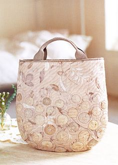 Additional Images of Yoko Saito's Japanese Taupe Color Theory by Yoko Saito… Japanese Patchwork, Japanese Bag, Japanese Quilts, Patchwork Bags, Quilted Bag, Yoko Saito, Bag Pattern Free, Principles Of Design, Purse Tutorial