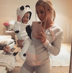Family goals, beautiful babies, cool baby names, cool names for boys, baby Cute Maternity Outfits, Pregnancy Outfits, Maternity Pictures, Maternity Fashion, Baby Pictures, Cool Boy Names, Tammy Hembrow, Future Mom, Cute Family