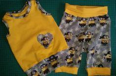 Sandra hat uns netterweise noch diese Minions-Kombination aus dem Hause Klimperklein gezeigt. Die kleinen gelben Männchen kommen durch die Kombination mit gelbem Baumwolljersey besonders gut zur Geltung. Ein Outfit, das garantiert jede Bewegung mitmacht.