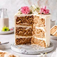 Best Ever Vegan Vanilla Cake Best Vanilla Cake Recipe, Vegan Vanilla Cake, Chocolate And Vanilla Cake, Best Vegan Chocolate, Vegan Cake, Healthy Cupcakes, Healthy Vegan Desserts, Vegan Recipes, Healthy Baking