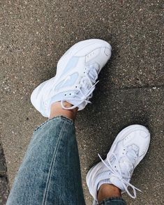 White sneakers and classic jeans, Sneakers Fashion, Fashion Shoes, Fashion Outfits, Fashion Fashion, Mode Converse, Souliers Nike, Nike Air Shoes, Aesthetic Shoes, Hype Shoes