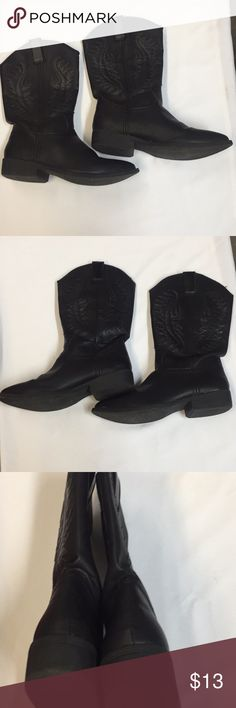 Black Rampage 8.5 ladies Cowboy Boots. Solid Black with Wings design. Signs of wear on the toes. Bottoms in good condition. Rampage Shoes