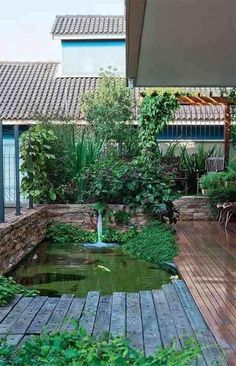Unusual Fish Pond Design To Beautify Your Home