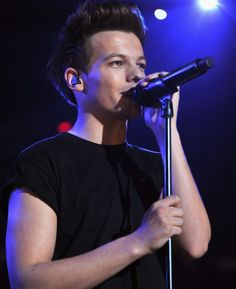 Louis Tomlinson: His rude experience with Harry Styles and other top 10 facts you didn't know