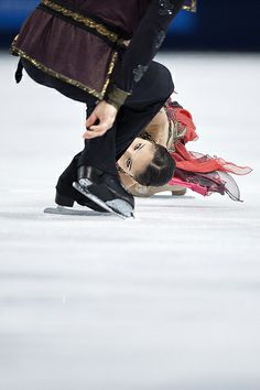 LOOK CLOSELY - IT'S INCREDIBLE ... VERA BAZAROVA AND JURI LARIONOV OF RUSSIA