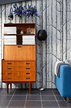 Homes - Petra Tyler: cabinet in conservatory Retro Furniture, Mid Century Modern Furniture, Furniture Design, Office Furniture, Furniture Movers, Classic Furniture, Buffet, Wood Wallpaper, Interior Decorating