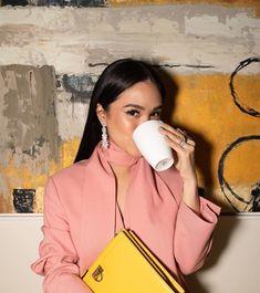 Heart Evangelista sur Instagram : «Coffee? Always! ❤️ @nescafeph #NescaféGold» Nescafe Gold, Heart Evangelista, Ralph And Russo, Narciso Rodriguez, Jason Wu, Roland Mouret, Reiss, Lanvin, Victoria Beckham