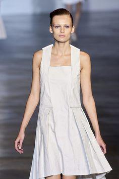 Cacharel at Paris Fashion Week Spring 2010 - Runway Photos