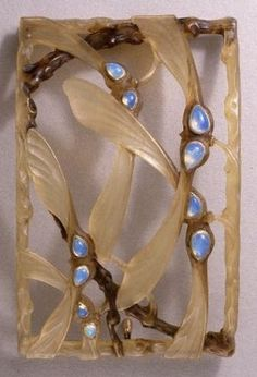Lalique Hair Slide: carved horn plaque-de-cou set w/opals in gold collets in the form of sycamore 'keys'. Converted to a hair-slide