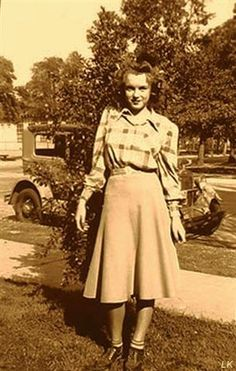 @PinFantasy - 1942, Norma Jeane, age 16, in front of her house. ~~ For more: - ✯ http://www.pinterest.com/PinFantasy/gente-~-norma-jeane-young-marilyn-monroe/