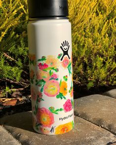 Last one for a while as I head off to college!  Follow my art account on insta!  @art_by_hannaht_ • • • #handpaintedhydroflask #hydro #flaks #hydroflask #spring #flower #garden #ranunculus #summer #green #pink #orange #yellow #plants Water Bottle Art, Hydro Flask Water Bottle, Cute Water Bottles, Best Water Bottle, Water Bottle Design, Hydro Painting, Bottle Painting, Yellow Plants, Drink More Water