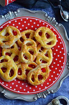Pillekönnyű bögrés-sajtos perec | Rupáner-konyha Baked Goods, Holiday Recipes, Cookie Recipes, Macaroni And Cheese, Waffles, Bakery, Food And Drink, Appetizers, Tasty