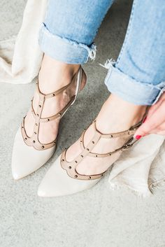 Wochenende here we go! paul-green.com #weekend #gettingready #paulgreen Pumps, Shoes Heels, Flats, Weekender, Dna, Body Shapes, Fashion Advice, Dress For You, Fashion Shoes