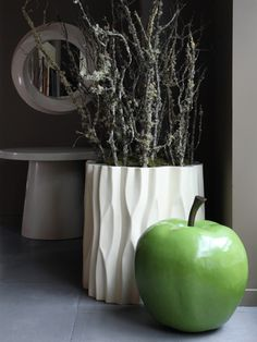 Robert Kuo Apple in green lacquer and Tree Trunk Pot in cream lacquer Organic Form, Decorative Objects, Modern Lighting, Home Furnishings, Home Accessories, Sculptures, Home And Garden, Vase, Floral