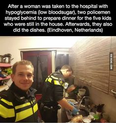 *Looks at the picture* Dear God that policeman is hot. *Looks at the picture* Dear God that policeman is hot. Sweet Stories, Cute Stories, Image Triste, Human Kindness, Kindness Video, Touching Stories, Faith In Humanity Restored, Good Deeds, Dear God