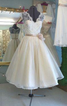 Custom Made Vintage Tea Length Bridal Gown,Lace Organza Beach Wedding Dress,Sleeveless Formal Dress,Homecoming Dress
