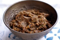 Korma curry paste home-made.A family favourite hailing from northern India, this mild paste stars tomato, fresh coriander and dried spices. Curry Recipes, Vegetarian Recipes, Cooking Recipes, Sauce Recipes, Korma Curry Paste, Mousse, Freezer Friendly Meals, Paste Recipe, Indian Food Recipes