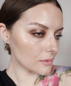"""542 curtidas, 22 comentários - Katie Jane Hughes (@katiejanehughes) no Instagram: """" NEWNESS SKIN - @glossier quartz haloscope EYES - @bodyographyusa plum passion shadow and…"""""""