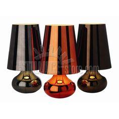 Kartell Cindy Arancio 9100 tipica lampada degli anni '70 rivisitata per forma e colore.  Viene proposta in un'ampia gamma di tonalità metallizzate, tutte coprenti: platino, oro scuro, verde menta, arancio, blu, rosa, canna di fucile e viola.