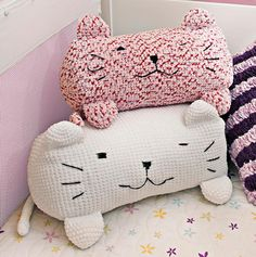 Crochet Kitty Pillows free pattern Portuguese