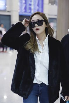 Korean Fashion Trends you can Steal – Designer Fashion Tips Snsd Airport Fashion, Snsd Fashion, Fashion Poses, Fashion 101, Taeyeon Jessica, Jessica & Krystal, Jessica Jung Fashion, Tomboy Look, Korean Fashion Trends