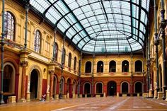 Modern and Traditional Architecture Of Paris Renaissance Architecture, Art And Architecture, Monuments, Rue Bonaparte, Beaux Arts Paris, Louvre, London History, Ecole Art, Belle Villa
