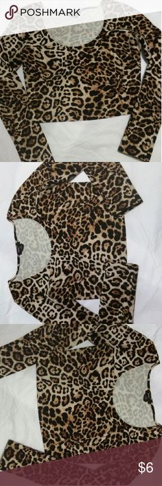 Leopard print crop top Leopard print crop top, stretchy material Forever 21 Tops Crop Tops