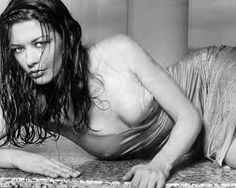 Birthday babe of the day – Critically acclaimed actress Catherine Zeta-Jones Catherine Zeta Jones, Swansea, Most Beautiful Women, Beautiful People, Stunning Women, Hollywood Girls, Playboy, Just In Case, At Least