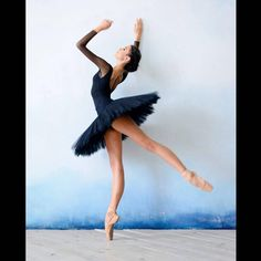 Daria Chenikova Photography #art #photographer #photo #photograph #photography #sanat #sanatci #conceptual #creative #ballet #balerina #balerin #bale #dancer #performance #dansci #dance #classicalballet #pose #pointe #aesthetic #delicate #zarif #beauty #guzellik #hope #umut #life #dreamer #inceşeyler http://turkrazzi.com/ipost/1523865833766492346/?code=BUl2-brAZi6
