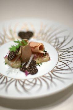 la pomme de terre, tiede en duo avec un petit rouleau de foie gras, truffe noire du Perigord by sunday driver, via Flickr