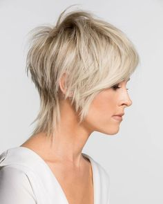 Here are 34 of the trendiest short pixie hairstyles 2019 for women who ., Here are 34 of the trendiest short pixie hairstyles 2019 for women who love this . Medium Thin Hair, Short Thin Hair, Short Hair Cuts, Medium Hair Styles, Short Hair Styles, Short Pixie, Summer Short Hair, Shaggy Pixie Cuts, Pixie Hairstyles