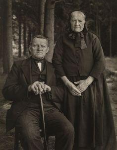 August Sander. Bauernpaar – Zucht und Harmonie, 1912 © Die Photographische Sammlung/SK Stiftung Kultur – August Sander Archiv, Köln; VG Bild...