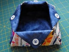 Hanging On by a Needle and Thread: Selvage Snippet Basket Tutorial Crafty Projects, Quilting Projects, Sewing Projects, Quilting Ideas, Sewing Ideas, Thread Catcher, Sewing Case, Fabric Bowls, Quilted Gifts