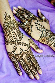 Back hand mehndi