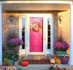 Embrace My Space: Fall Front Porch #pink #frontdoor