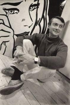 En sus inicios trabajaba de dibujante gráfico y decorador de escaparates.  Roy Lichtenstein photographed by Dennis Hopper: American pop artist. During 1960s, along w/ Andy Warhol, Jasper Johns, & James Rosenquist among others, became a leading figure in new art movement. Wikipedia