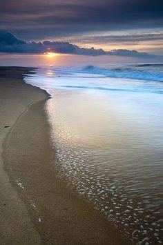 sunrise in the ocean Beautiful Sunset, Beautiful Beaches, Beautiful World, Sea And Ocean, Ocean Beach, Sunset Beach, Ocean Waves, Beach Scenes, Belle Photo
