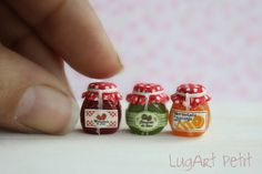 Dollhouse miniature set of jams.my mini obsession just freaked out Mini Kitchen, Miniature Kitchen, Miniature Crafts, Miniature Houses, Miniature Food, Miniature Dolls, Miniature Furniture, Doll Furniture, Clay Miniatures