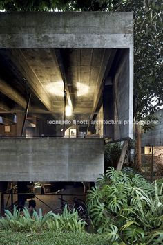 architect s house (house in butantã) paulo mendes da rocha Arch House, Brutalist, Architects, Beautiful Homes, Sims, Concrete, Exterior, House Design, Spaces