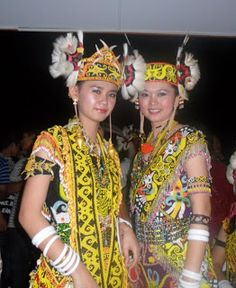 Sarawakian Traditional Costume, Orang Iban Costume includes the major Kayan (15,000) and Kenyah tribes, the Kajang, Kejaman, Punan, Ukit, and Penan (10,000) tribes, and recently, the tribes of Lun Bawang, Lun Dayeh and Berawan and Kelabits highlanders (3,000). Collectively these different tribes make up about 5.5% of Sarawak's population. The costumes of the Orang Ulu are as varied as the diversity of the tribes themselves.
