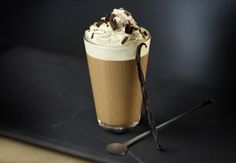 Searching for your next classic coffee creation? Look no further than this Vienna Vanilla Coffee Latte featuring Nespresso's Roma Grand Cru. The triple-layered flavor of bold espresso, sweet chocolate, and subtle cream is sure to delight your taste buds. Coffee Logo, Coffee Wine, Coffee Drinks, Coffee Cups, Nespresso Recipes, Cafe Nespresso, Nespresso Usa, Café Latte, Gourmet