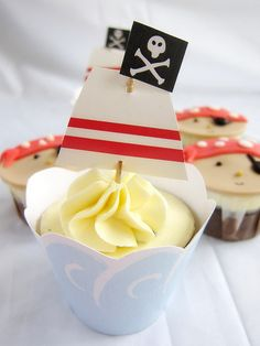 Cute cupcakes but with pink, purple, and black pirate princess style