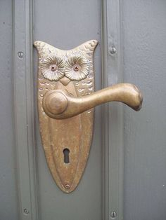 For door hardware that's for the birds, check out this Owl door handle Owl Door, Door Knobs And Knockers, Owl Always Love You, Unique Doors, Home And Deco, Door Handles, Hardware, Art Nouveau, Interiors