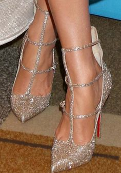 "J.Lo ushers the ""American Idol"" era out in Christian Louboutin 'Toerless' glitter pumps"