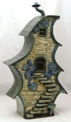 bird house- omg its so cute......wow awesome little bird house! I want one! #birdhouses #birdhousetips
