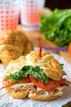 Club Croissant Sandwich California Club Croissant Sandwich - easy lunch recipe that is so tasty!California Club Croissant Sandwich - easy lunch recipe that is so tasty! Sandwiches For Lunch, Delicious Sandwiches, Soup And Sandwich, Types Of Sandwiches, Chicken Sandwich, Croissant Sandwich, Croissant Recipe, Think Food, I Love Food