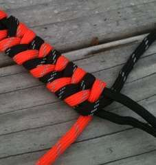 "Cobra Weave, Paracord ""Combat Bracelet""... cool idea!"