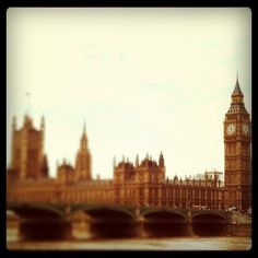 I see London. Places Ive Been, Places To Go, World Traveler, Great Pictures, Shakespeare, Art And Architecture, Big Ben, United Kingdom, Beautiful Places